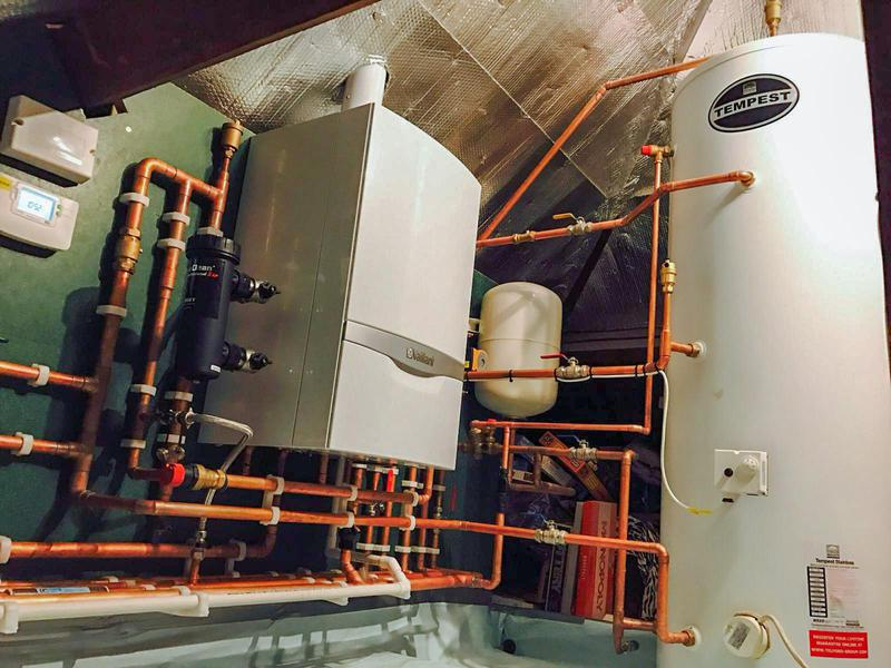 Image 20 - Tempest How water cylinder and Vaillant 930