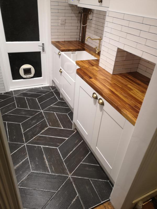 Image 22 - Kitchen tiling, Dalston, N1