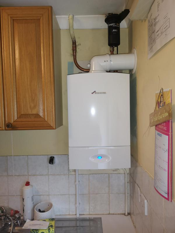 Image 6 - New Worcester 30 KW heat only boiler installed, equipped with a magnetic filter. 5 years parts and labour warranty.