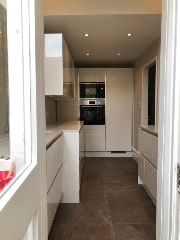 Image 19 - Kitchen installation.