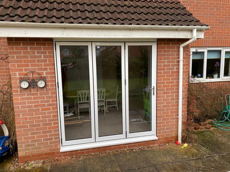 Image 30 - 3 leaf White Aluminium bi-fold door.
