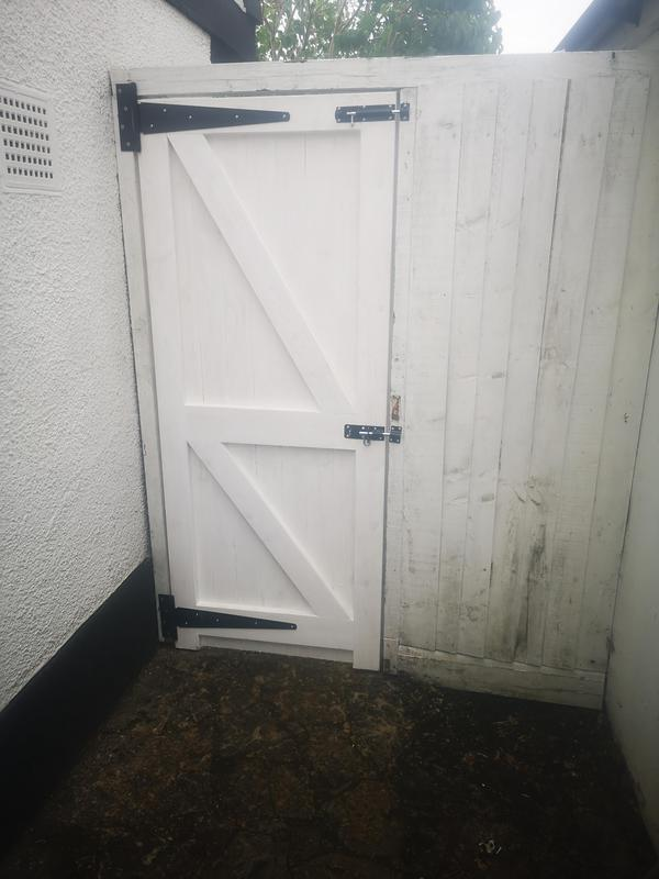 Image 11 - side gate in Epsom AFTER