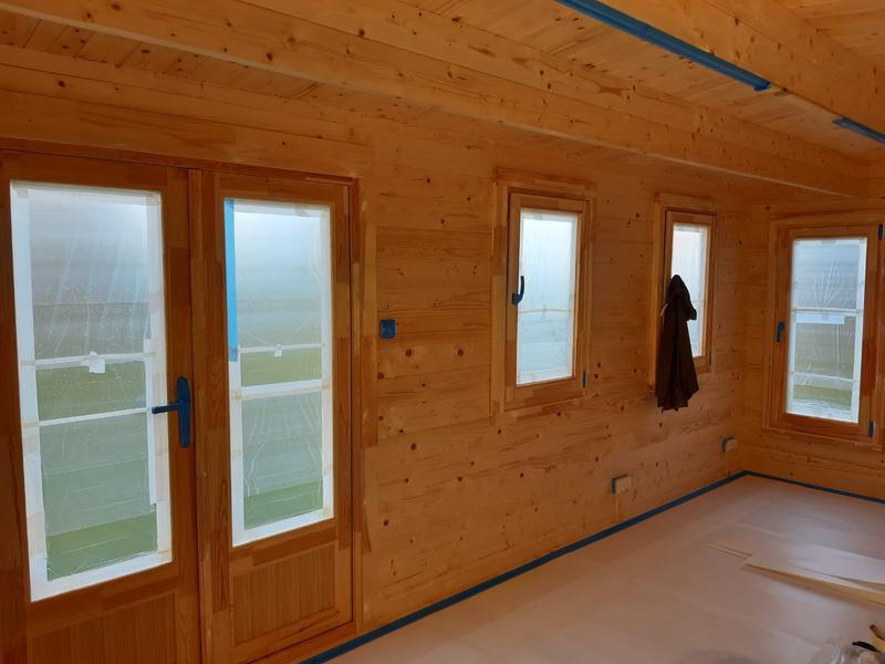 Image 52 - cabin workspace decorations Ashtead