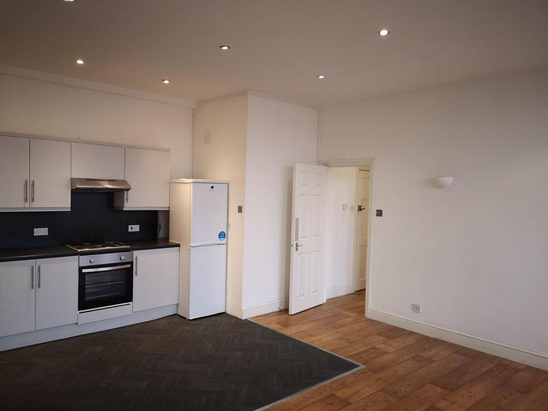 Image 40 - complet flat decorations pre letting works Tolworth