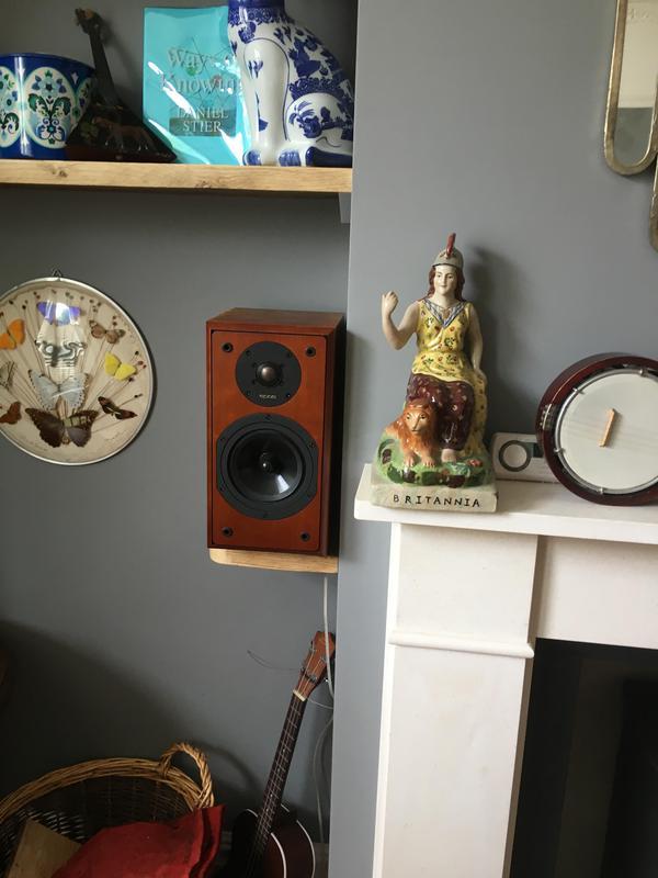Image 45 - Scaffold board speaker stands.