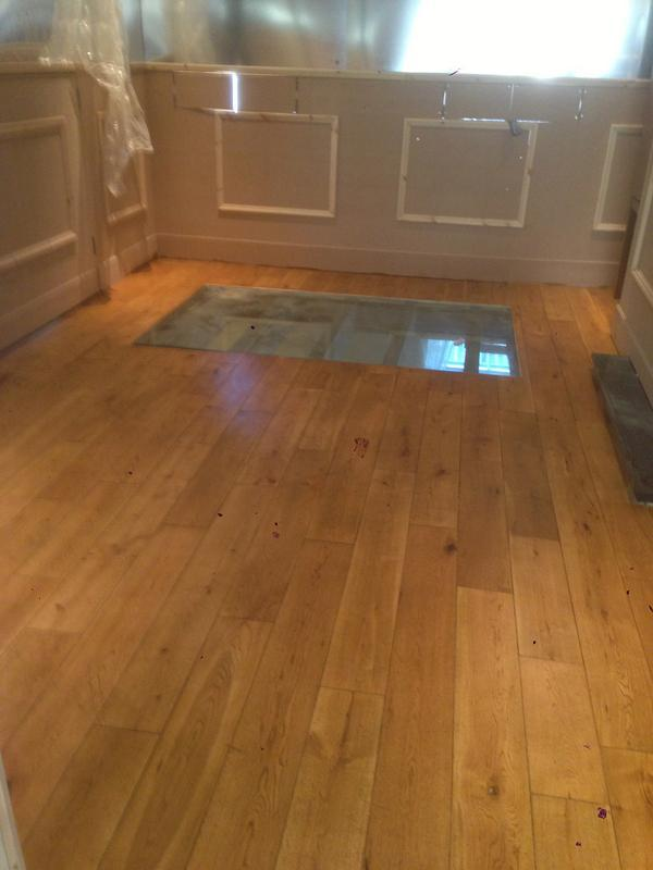 Image 32 - solid oak floor with glass screen