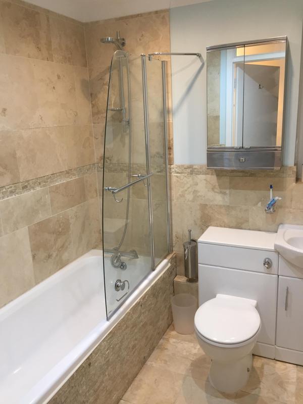 Image 19 - Bathroom tiling