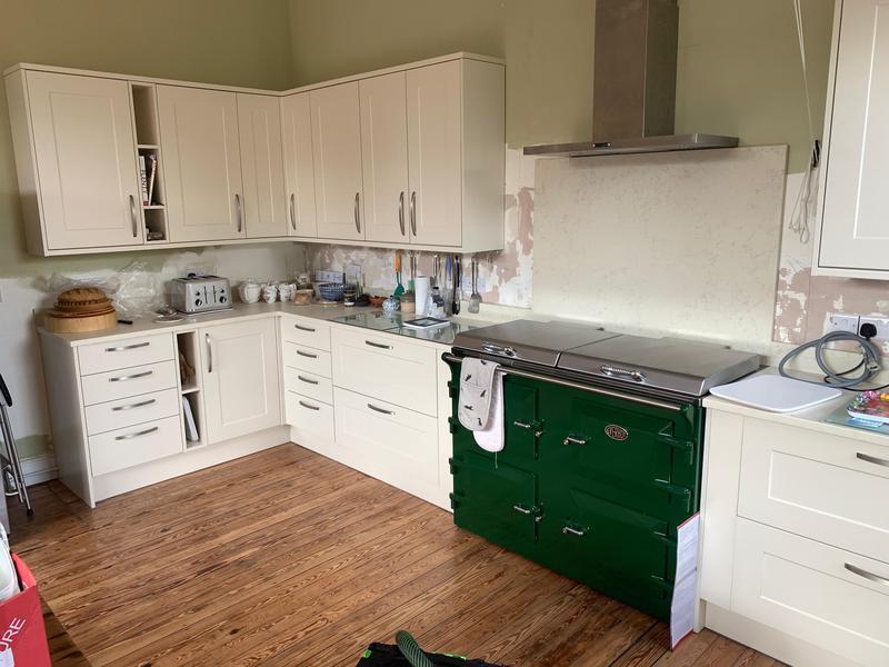 Image 5 - A Howdens Kitchen installation.
