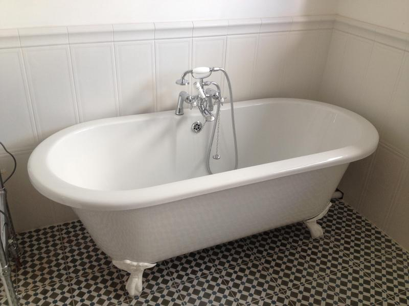 Image 77 - Free standing bath in Upminster