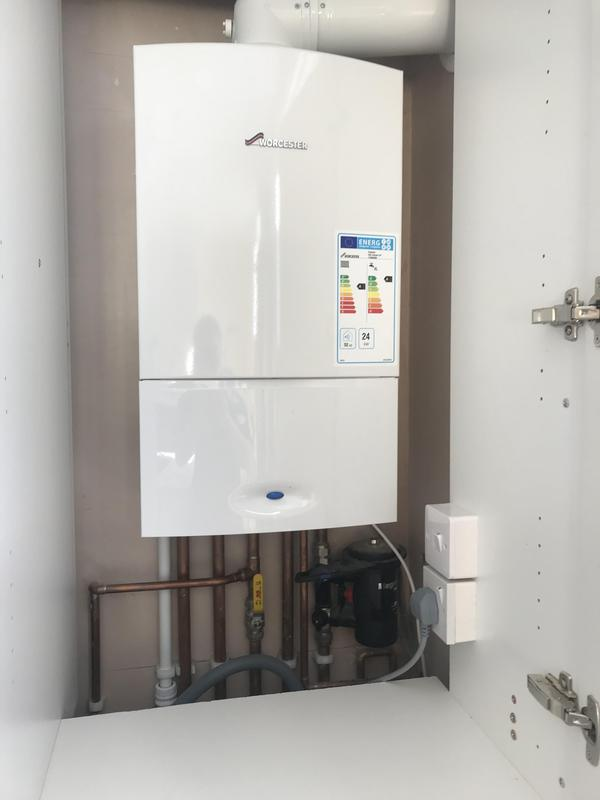 Image 18 - Worcester Bosch combi boiler install