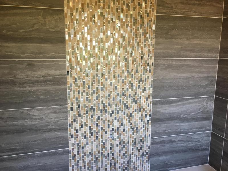 Image 17 - mosaic feature on a bathroom wall