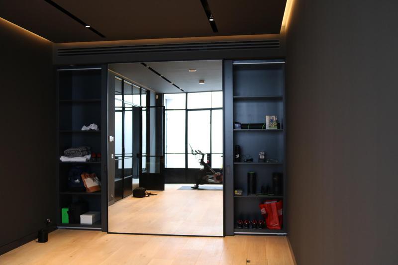Image 23 - Gym mirror unit