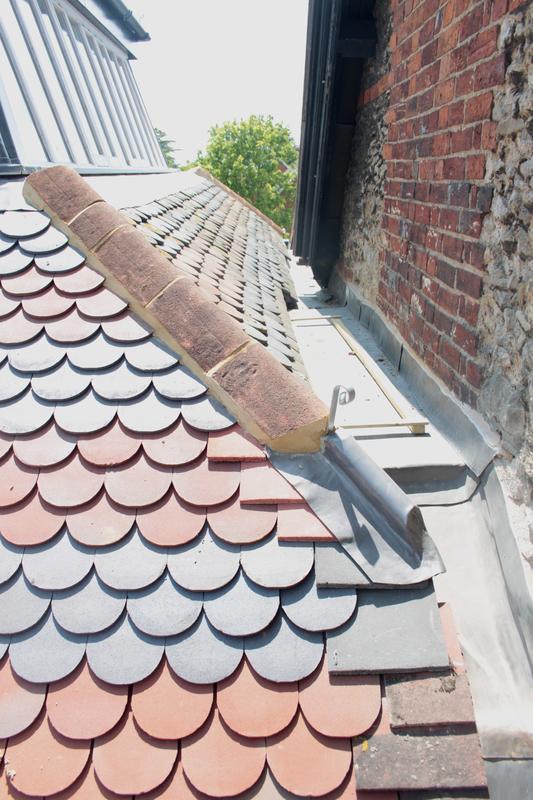 Image 13 - bullnose 2 tone roof tiles