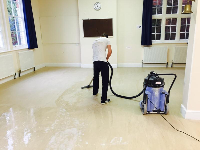 Image 35 - Hard floor cleaning