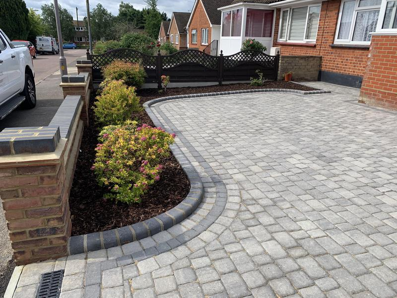 Image 5 - Regatta paving in Silver Haze