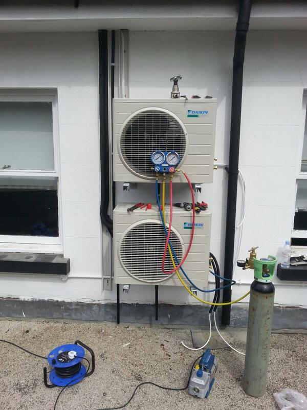 Image 9 - Testing pressures on air conditioning condenser