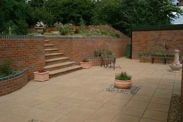 Image 13 - Garden retainer wall patio