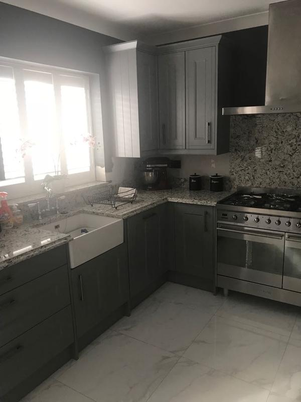 Image 92 - Customer 0047: Kitchen Fitted and fully tiled.