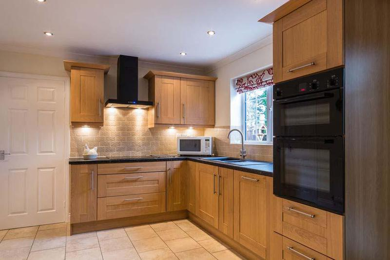 Image 4 - Fitted Kitchen