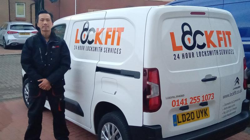 Lockfit Glasgow logo