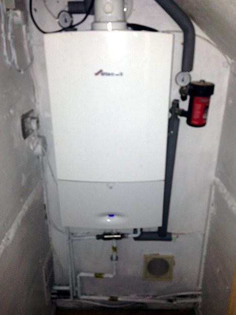 Image 32 - Worcester Bosch 28kw combi boiler