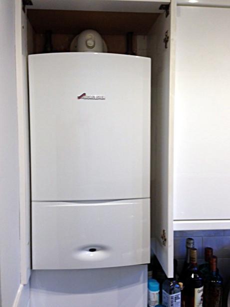 Image 35 - Worcester Bosch 30kw combi boiler