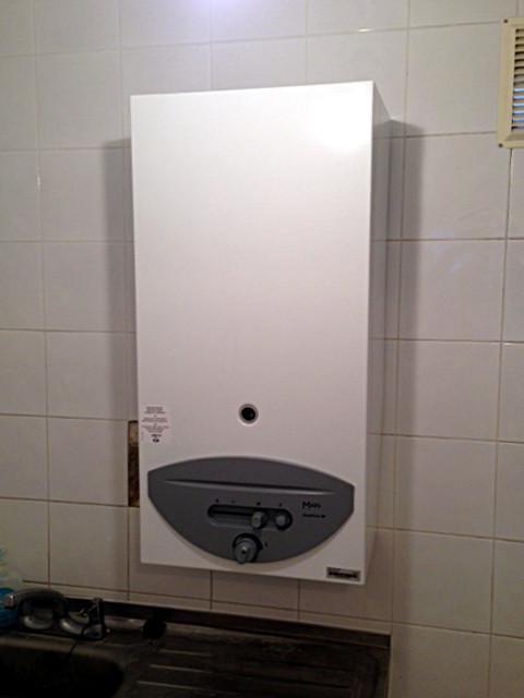 Image 56 - Main Instantaneous Gas Water Heater