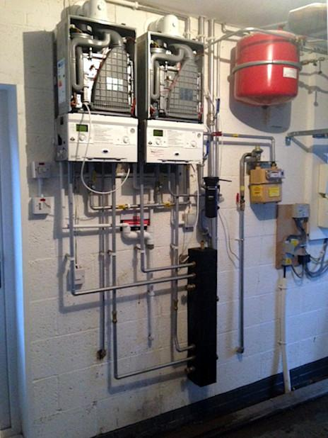 Image 71 - 2x Worcester Bosch 30kw System Boilers and Header