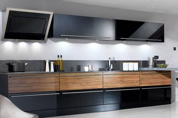 Image 9 - High gloss fitted kitchen
