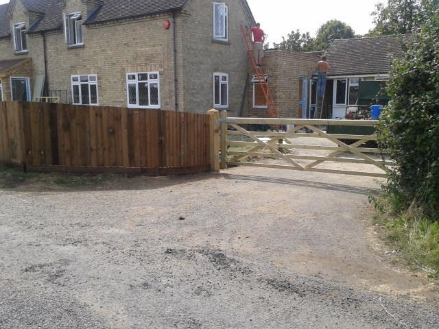 Image 4 - close board/feather edge fence & field gate