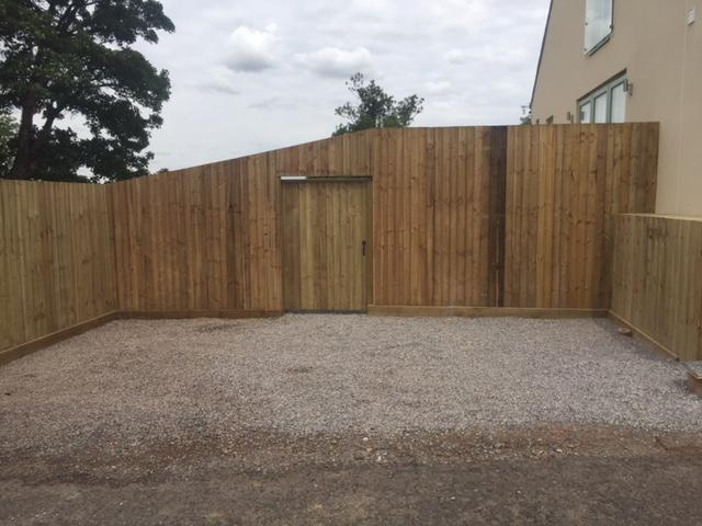 Image 183 - Closeboard fencing with matching gate, Lamyatt