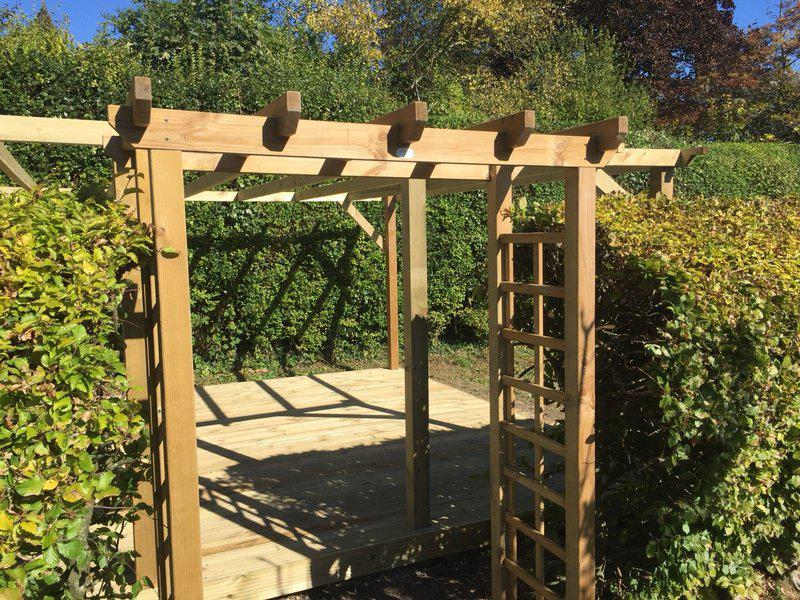 Image 221 - New pergola with trellis and decking