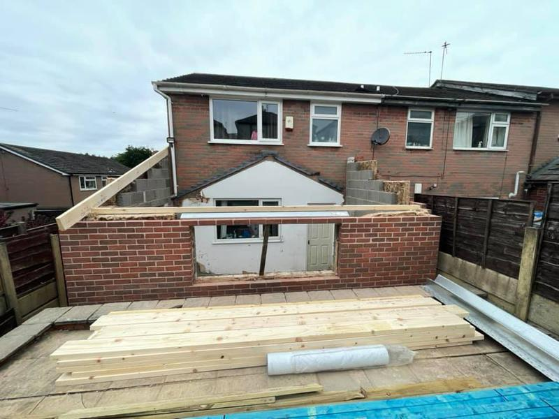 Image 98 - Oldham extension - During - Brickwork done, now ready for roof frame.