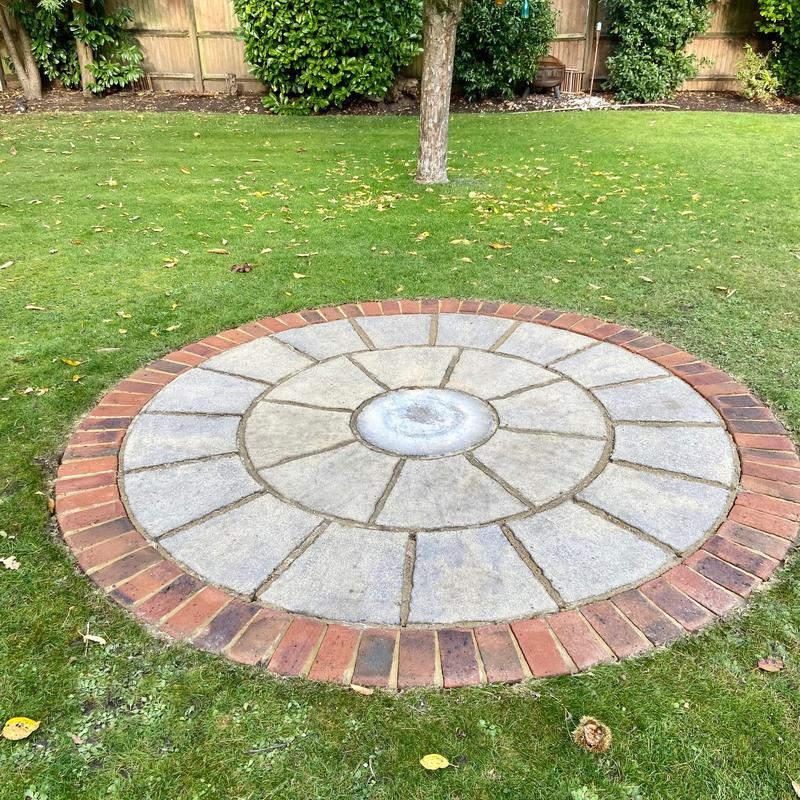 Image 4 - The same Woking patio, cleaned and treated for blackspot.