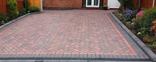 Image 33 - Traditional block paved driveway with kerb edgings