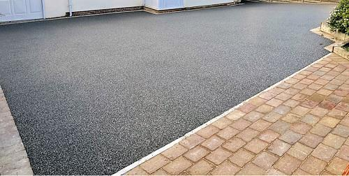 Image 60 - Tarmac drive with block front