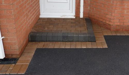 Image 62 - block paving step and border for tarmac driveway