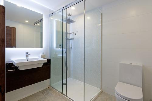 Image 57 - Refurbish bathroom