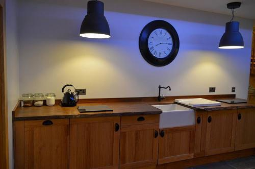 Image 20 - 5star guest house located in Farmborough