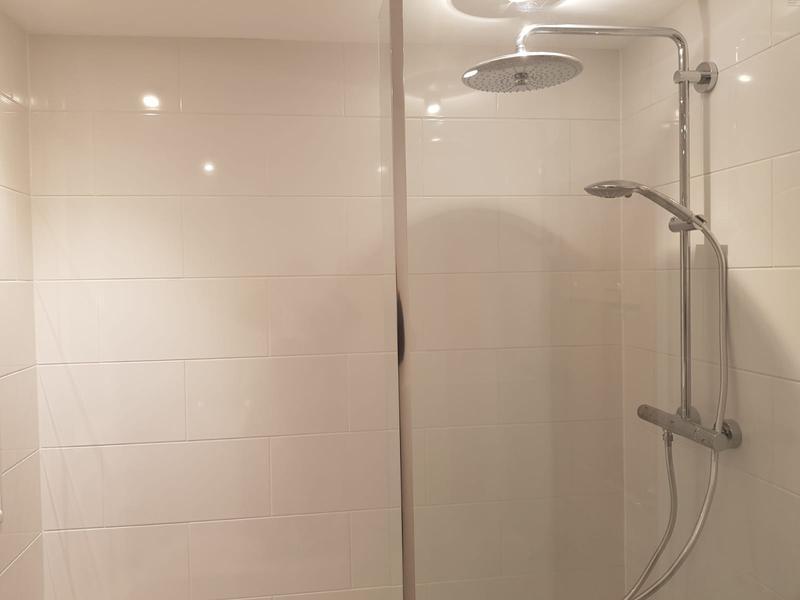 Image 50 - Bathroom-Yateley