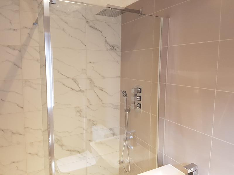 Image 107 - rayleigh ensuite