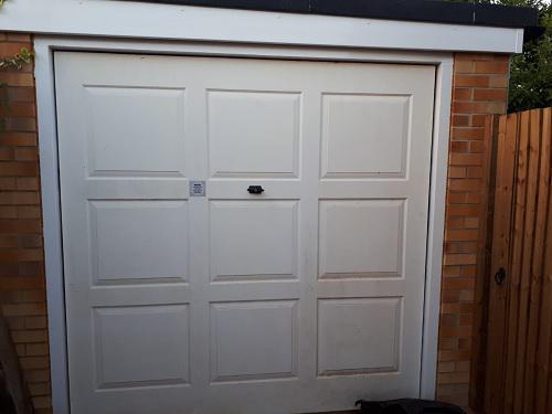 Image 16 - Garage