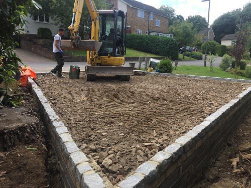 Image 74 - Gravel driveway with granite setts & buff brickwork in Guildford
