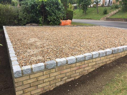 Image 77 - Gravel driveway with granite setts & buff brickwork in Guildford