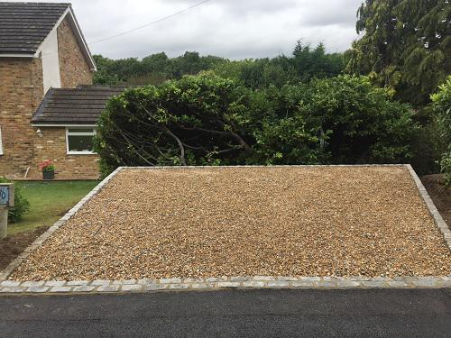Image 80 - Gravel driveway with granite setts & buff brickwork in Guildford