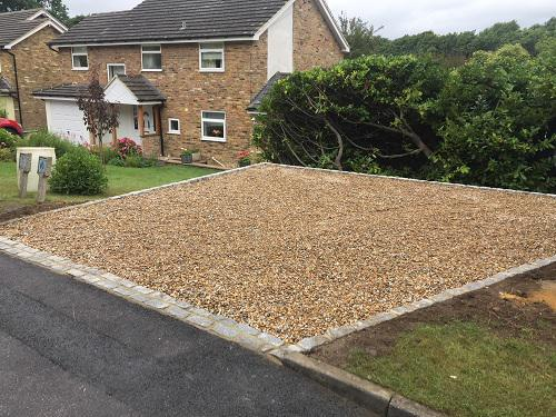 Image 81 - Gravel driveway with granite setts & buff brickwork in Guildford