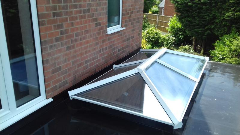 Image 9 - Rubber roof, with roof lantern.
