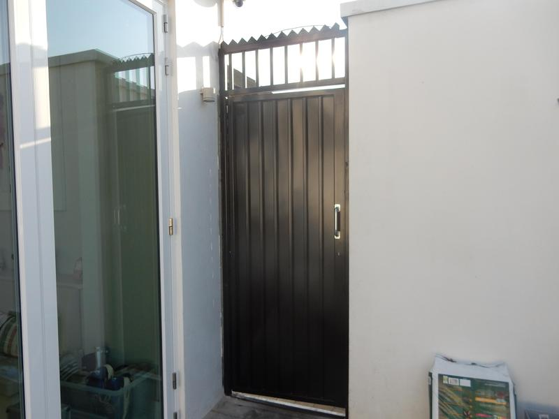 Image 36 - High security side gates, galvanised and powder coated