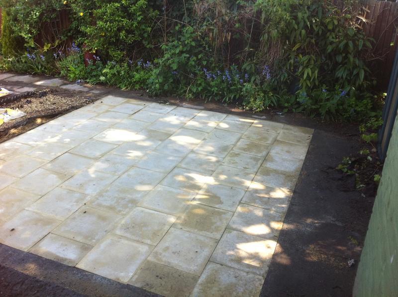 Image 76 - Paving slab patio