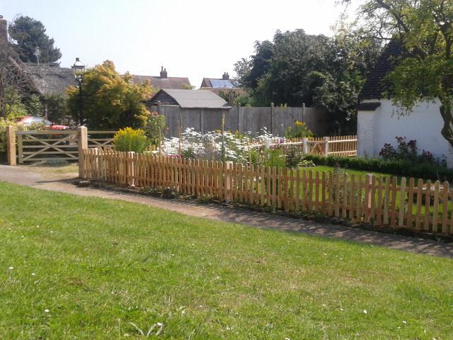 Image 7 - Picket fencing with field gate